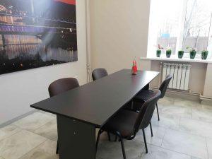 Большая комната для переговоров